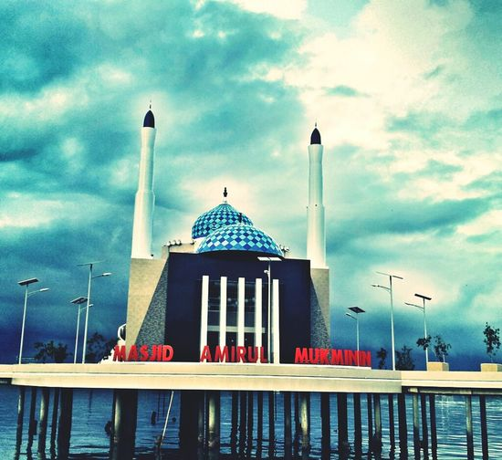 Indonesian Street (Mobile) Photographie Jalan-jalan Masjid Terapung
