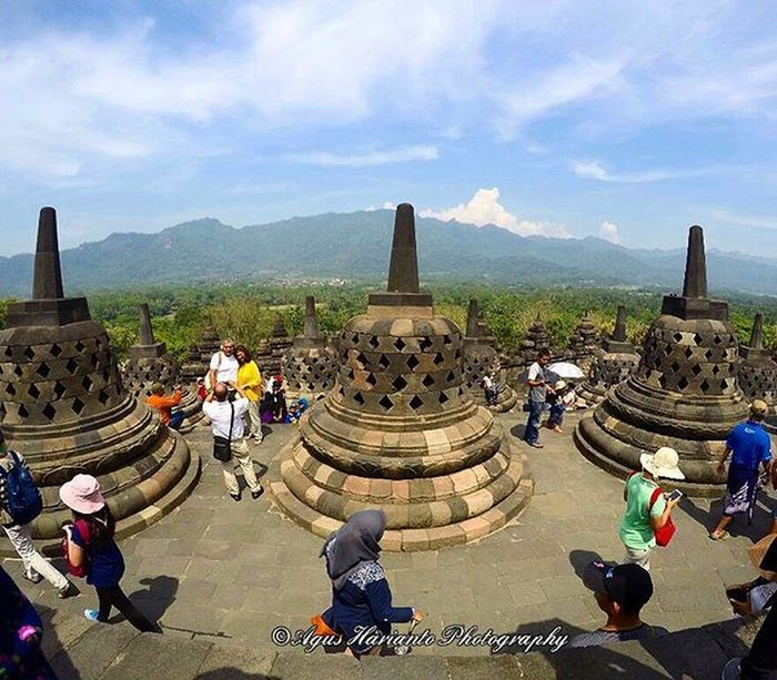 Hot and crowded Agushariantophotography Borobudur Candi 7wondersoftheworld