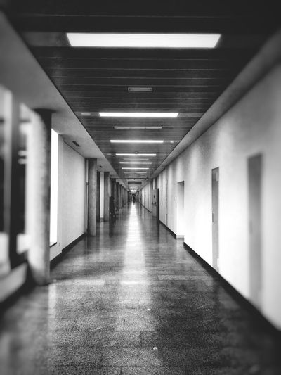 The endless corridor ... can you see the bottom ??? 😱😵 Showcase: December Perspective Depth Of Field Selective Focus Blur Light And Shadow Darkness And Light Geometry Geometric Shapes Urban Geometry Architecture Architecture_collection Architecture_bw Architectural Detail Malephotographerofthemonth EyeEm Best Edits EyeEm Best Shots - Black + White Blackandwhitephotography Black And White Photography Fortheloveofblackandwhite Black&white Bnw Bnw_collection Streetphotography Streetphoto_bw