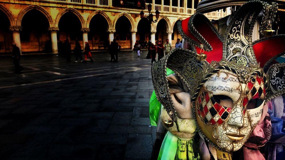 Venetian masks at Piazza San Marco Day Outdoors Sculpture Venezia Venice Venice, Italy Italy❤️ Italy Italia Italy🇮🇹 Mask Masks Venezianas Mask Collection