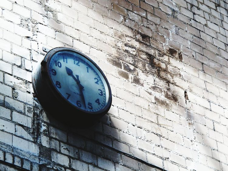 Time is ticking Pivotal Ideas Clock Industrial Design Abandoned Buildings Brick Wall Brick Building Time From My Point Of View Strange Perspective Perspective Canon White Wall Vintage Dust Simplicity Minimalism Minimalobsession Still Life Light And Bright Bright Shabby Color Palette Light And Shadow