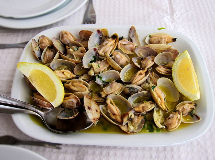 Traditional Portuguese seafood dish, Clams (ameijoas a bolhao pato), with garlic, extra virgin olive oil and lemon Cuisine Garlic Portugal Seafood Beauty In Nature Bolhão Bolhao Pato Clams Delicious Eggs Extra Virgin Olive Oil Finger Gourmet Lemon Mayonnaise Mollusc Mustard Pato Pickles Starter Tasty White Wine