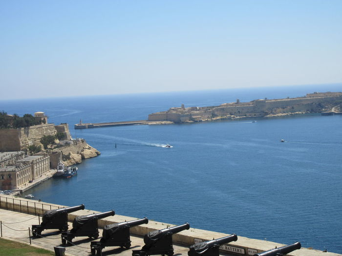 Batterija tas-Salut Batterija Tas-Salut Fort St. Angelo St. Peter & Paul Bastion The Saluting Battery Valletta European Capital Of Culture 2018 Valletta Land Front Valletta, Valletta,Malta Blue Building Building Exterior Built Structure City Day Grand Harbour High Angle View History Horizon Horizon Over Water No People Sea Sky Travel Destinations Valletta Water