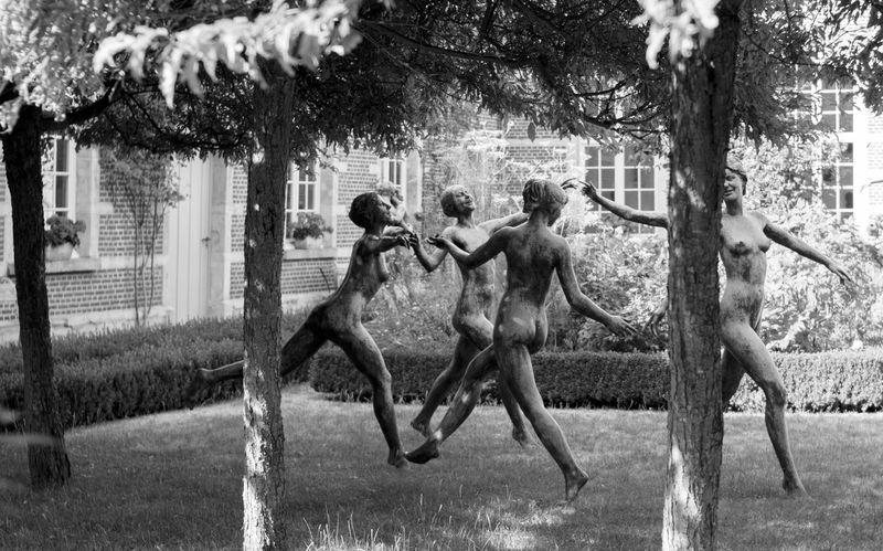 Dancing Dancing Girl Grass No People Outdoors Sculpture Sculpture Garden Sculptures