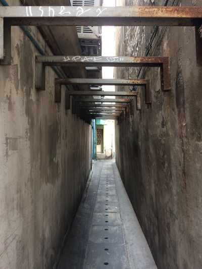 Architecture Built Structure Direction The Way Forward Wall - Building Feature Day Building Exterior Diminishing Perspective City Building Tunnel Outdoors Walking Alley Wall Footpath Residential District Street
