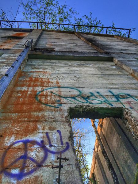 Exploring Abandoned Buildings Views Graffiti Perspective Old Abandoned Mill Abandoned Places Textures And Surfaces Neat Places Rustic Abandoned Trees And Sky Scenic View