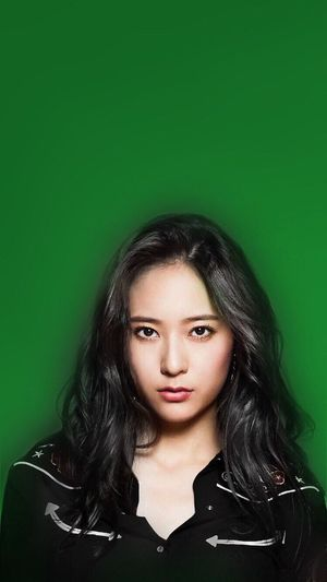 Don't touch the masterpiece✨ Front View Portrait Close-up Green Color Beauty Person Freshness Krystal Jung Inspirations Beauty In Nature Check This Out Young Women Jung Soojung Krystal Fx Women Who Inspire You Enjoying Life Wall - Building Feature Long Hair