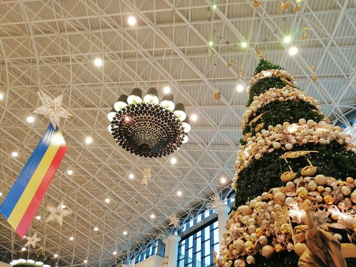 Christmas tree mall Christmas Decoration Illuminated Christmas Lights Christmas Celebration christmas tree Hanging Holiday - Event Christmas Ornament Tradition Christmas Market Tree Topper Heidelberg - Germany Candy Heart Gingerbread Cookie Ceiling Bauble Electric Light Chandelier Pendant Light Architecture And Art Light Bulb Filament Light Fixture Christmas Bauble Hanging Light Darkroom Bulb Energy Efficient Lightbulb Architectural Design
