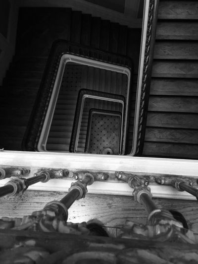 upstairs Viewfromthetop View Monochrome _ Collection monochrome photography Monochromatic Ancien Upstairs Mono Spiral Architecture Built Structure No People Low Angle View Indoors  Day Close-up