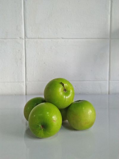 Fruit Healthy Eating Freshness Green Color Apple - Fruit Food Granny Smith Apple Food And Drink Indoors  Healthy Lifestyle No People Dieting Close-up Studio Shot Water Day