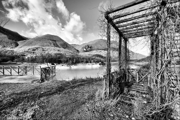 Black&white Lago Del Turano Chiosco Grunge Abandoned Places Rampicante Natura Shootermag