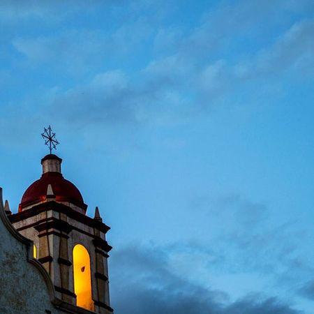Cuando los azules despiertan... • OaxacaAPie ____________________________________ Igersoaxaca Icu_mexico Loves_latino Igersmood CapturaMexico Conocemexico Fandelacultura Igworldclub_life Visualsgang Visualsoflife Vivamexicomx Turismo_mexico32 Loves_world Gf_mexico Mexico_great_shots Ftwotw Ig_today Ig_sharepoint Igworldclub Folkgood Best_photogram EspirituCallejero Mexicourbano Loves_vscolifestyle BeautifulDestinations MexicanosCreativos