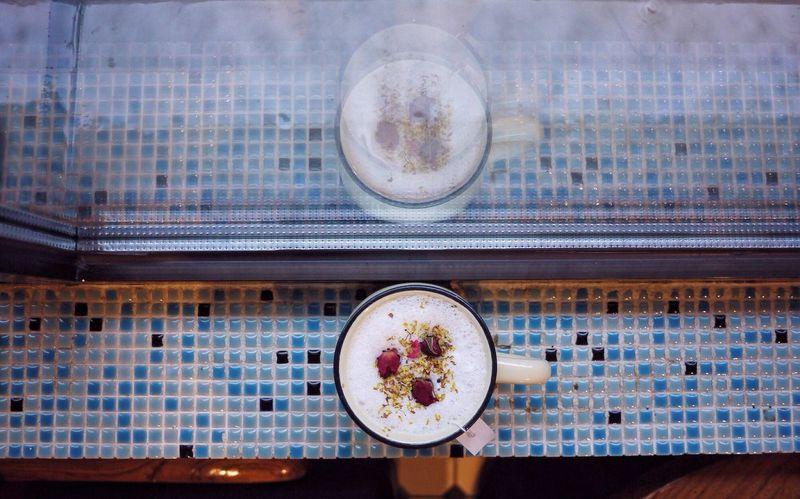 Rose Tea Glass Reflection Blue Rainy Days 41 Cafe Shek Kip Mei Explorehongkong