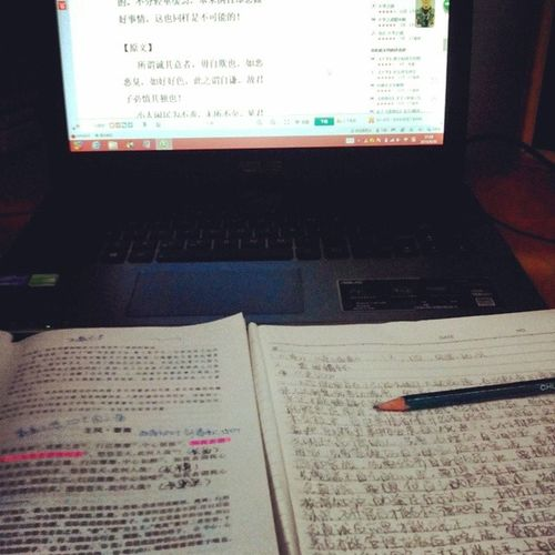 Why did I feel soooo hungry while reviewing the lessons??T_T???Hungry Reviewlessons Examperiod Picoftheday