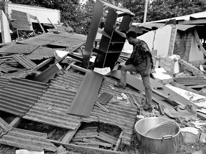 The earthquake disaster in Lombok leaves a deep sorrow. Pray for Lombok. 🙏🙏 Disaster Quake Manufacturing Equipment Metal Industry Steel Machinery Occupation Working Earth Mover Quarry Road Construction