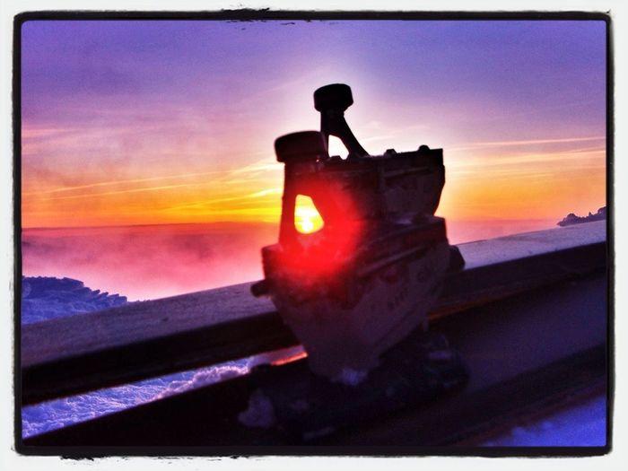 """Never Give Up"" #esquídemontaña #skimountaineering #skimo #mountain #sunset #atardecer #cotos #peñalara #gasss #training #ilovemountain #afterwork #dynafit #happy #feliz"