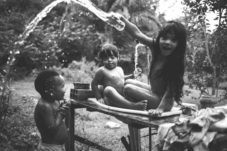 Happiness Togetherness Childhood Friendship Enjoyment Smiling Childrenplaying Children Photography Amazônia Brasil Childhood Memories Coolkids Hello World Fun Baths Lifeisbeautiful Lifeisgood Blackandwhitephotography Black And White Portrait Black And White Collection  Fortheloveofblackandwhite Blackandwhite Kids Being Kids Kidsphotography