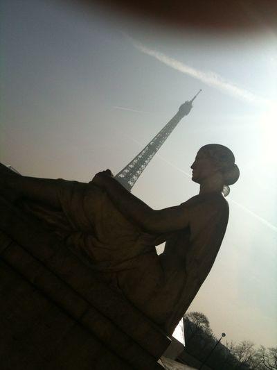 😔 Light And Shadow Sad Sadness Eiffel Tower Tour Eiffel Triste Paris Paris Je T Aime Prayforparis