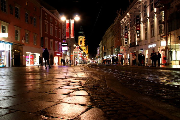 Linz bei Nacht Architecture Austria Light Linz People Watching Shops Straßenbahn Landstrasse Night People Street