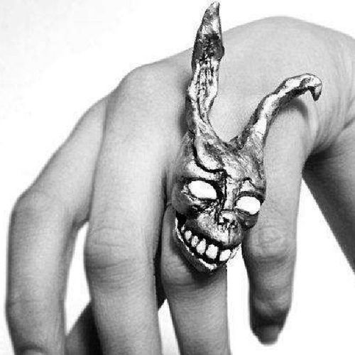 Mmmmm a Donnie Darko ring!! Want! Frank Rabbitthing Tosavetheworld Twist