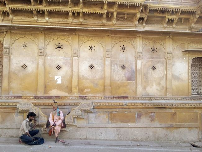 the devotee Tourism Architecture Travel Destinations Taking Photos Eyeemphoto Eyeem Galery Mobile Photography Indian Stories The Week On EyeEem Teaching Devotee EyeEm Gallery Traveling Nomads Rajasthan Jaisalmer ミーノー!! Second Acts