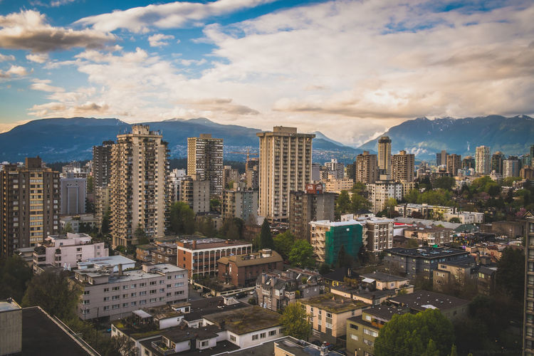 Best city in the world! Vancouver in Canada! Architecture Beautiful Bestcity Bestcityintheworld British Columbia Britishcolumbia Canada City Cityscapes Fujifilm Fujifilm_xseries Highrise Highrisebuilding Highrises Kanada Mountains Skyscraper Skyscrapers Vancity Vancouver Vancouver BC