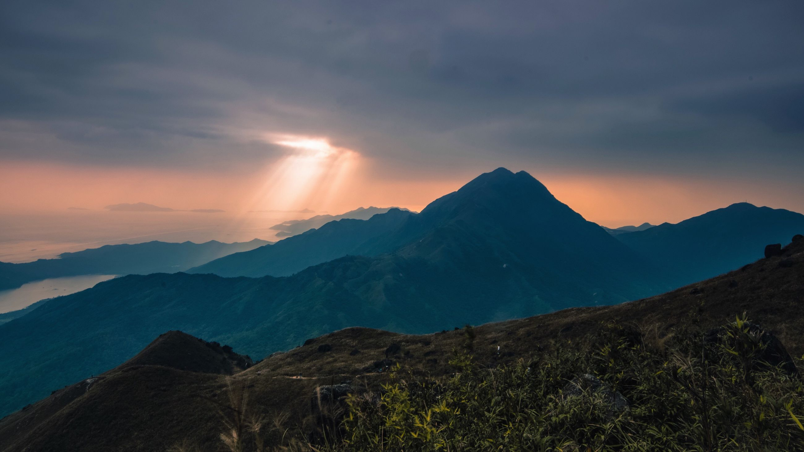 mountain range, mountain, sunset, night, dramatic sky, beauty in nature, space and astronomy, cloud - sky, mountain peak, landscape, sky, tranquil scene, nature, outdoors, scenics, no people, milky way, astronomy, galaxy