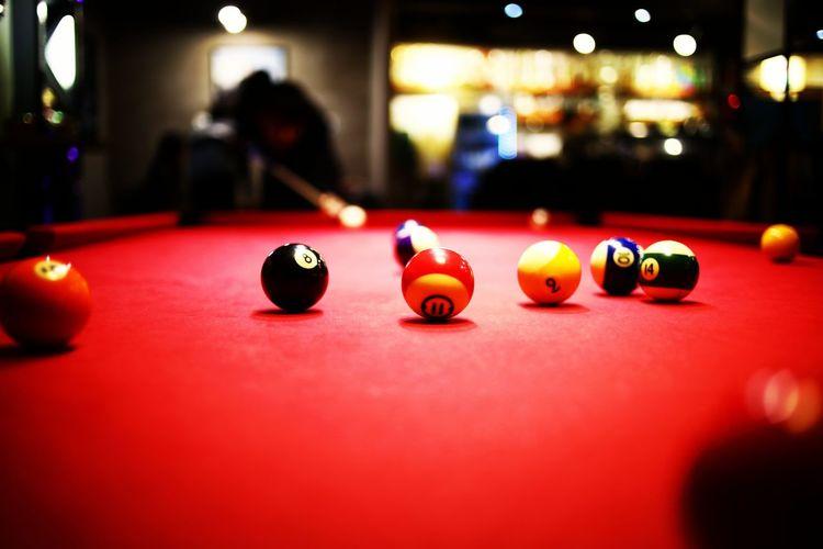 포켓볼 Sport Pool Ball Leisure Games Red Ball Pool Table Pool - Cue Sport Competition Bar - Drink Establishment Indoors  No People Pool Cue Close-up Snooker Snooker Ball Cue Ball 5DMarkIV Ef35mmf2 Pocket_billiard Billiards Billard Table
