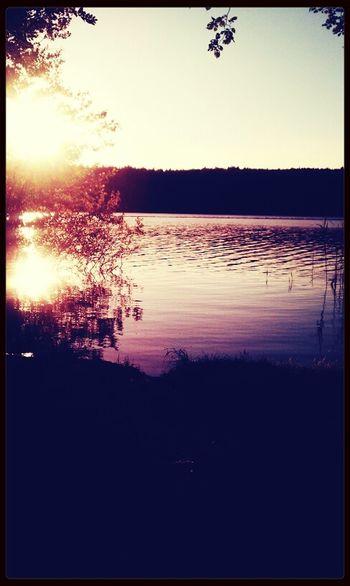 geht schwimmen. Sunset Badestelle