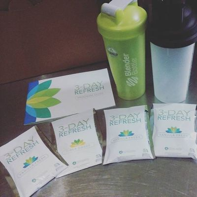 One of the perks of doing the Beach Body Challenge is having a 3 Day Refresh kit along with my Shakeology. 😀😀💪 3dayrefresh Shakeology Fitness Gym Workout Exercise LoveYourself Behealthy Healthy Eatclean GymLife Healthyliving EatHealthy Beactive Motivation Beachbodycoach Fitnessmotivation Beachbody Fitnesscoach Challengeyourself JustDoIt Challenge