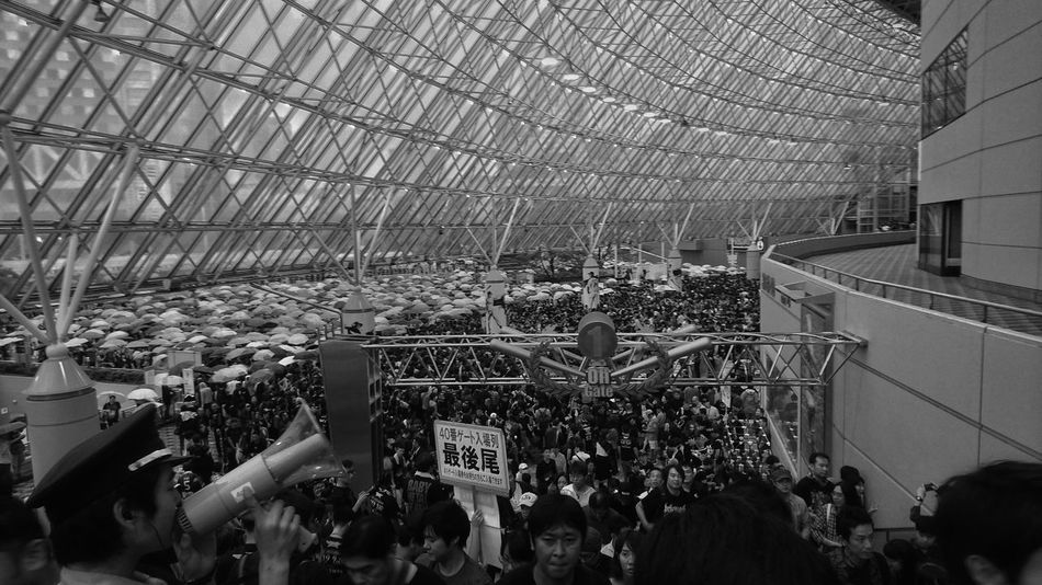 Many People Many Umbrellas Rainy Days Before Concert People People Watching People Photography モノクロ 白黒写真 Blackandwhite Monochrome Architecture Geometric Architecture Geometric Shapes Tokyo Snapshot From My Point Of View Capture The Moment Tokyo Days Tokyo Dome 東京ドーム September 2016 EyeEm Best Shots - Black + White Battle Of The Cities People And Places