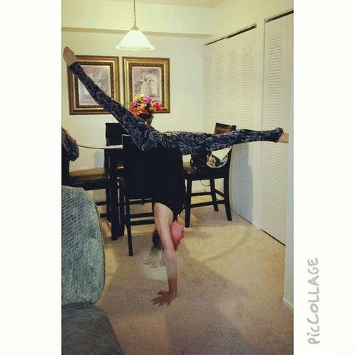 Day 28 challenge handstand splits Letsgetflexy Aloyoga Igyoga Handstand  splits peace love happiness bethechangeyouwishtoseeintheworld yoga yogaeverydamnday yogagirl @beachyogagirl @aloyoga @kinoyoga ❤???????