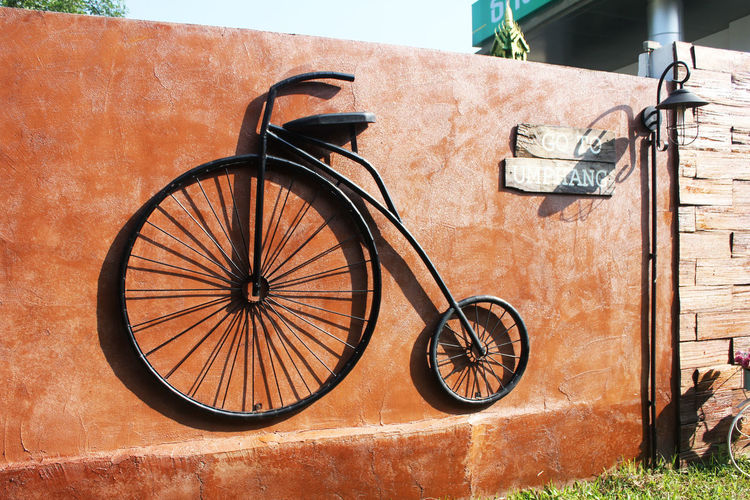 Object Bicycle Brown Wall Black Black Bicycle Old Old Bicycle Brown Wall