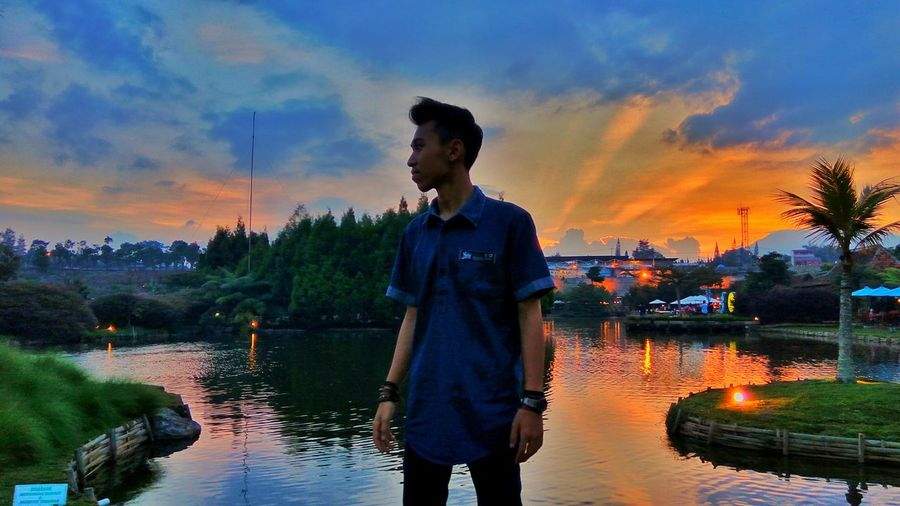 Beautifull sunset⛅ Sunset Tree Lifestyles Lake Cloud - Sky Nature Standing Reflection Person In Front Of Orange Color Atmospheric Mood Sky Water Water Sunset Standing Sky Reflection Lake Lifestyles Tree Three Quarter Length Leisure Activity Dusk First Eyeem Photo