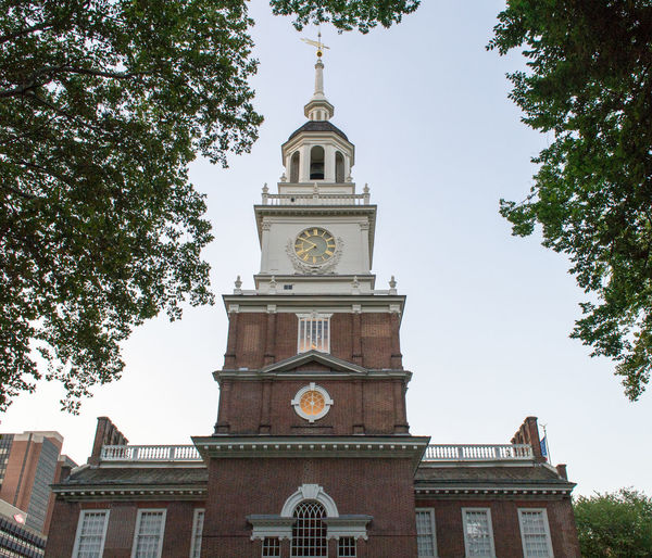 Architecture Building Exterior Built Structure City Clock Tower Famous Place History Independence Hall Low Angle View Outdoors Philadelphia Tourism Tower Travel Destinations