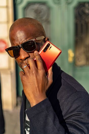 New phone, who this?? Over in Paris for the launch of the new Huawei P30 Pro Smartphone Smartphonephotography P30 Huawei Photography Huaweiphotography Glasses One Person Sunglasses Focus On Foreground Real People Fashion Lifestyles Close-up Men Outdoors