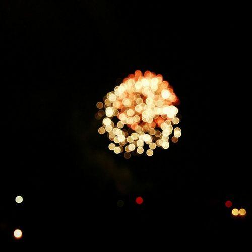 Glitch Un sorprendente bouquet d'artificio Fireworks Bouquet LightTheDark Bangs Romantic Night Light Up Your Life Botti Out Of Focus