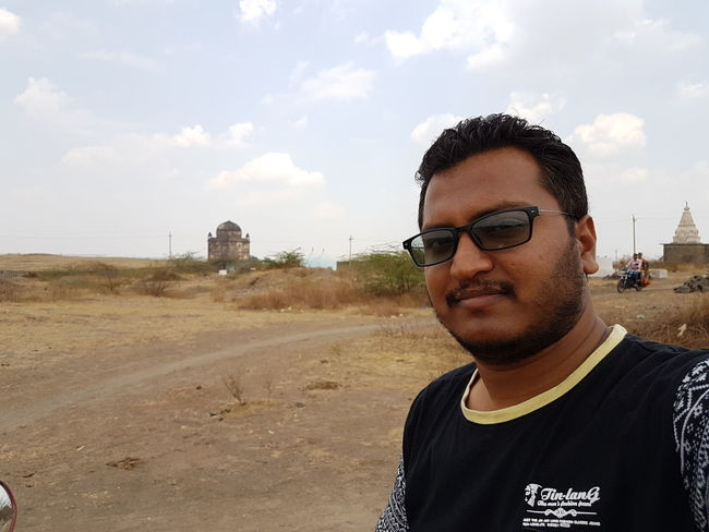 selfie.. Monument 1st Golgumbaz EyeEm Best Shots Samsung S7 Smartphonephotography Samsungphotography Smartphone Photography Enjoying The View Culture And Tradition Cultural Heritage Beard Sand Film Industry Arid Climate Sunglasses Posing Atmospheric EyeEmNewHere