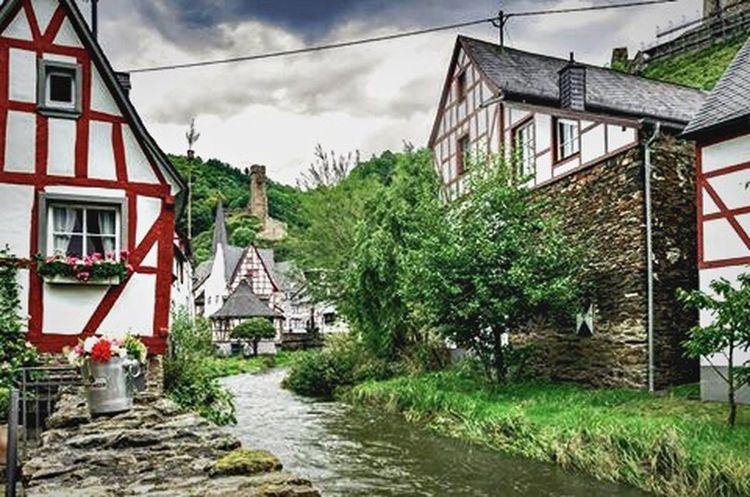 Eifelvillage Monreal Eifel Eifel Germany Village Castle Timbered Houses Stream