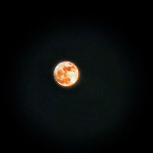 #iphone6s #拍月亮 #手機拍月亮 #好累 #感覺爽快 #月亮好大 #宇宙無敵大月亮