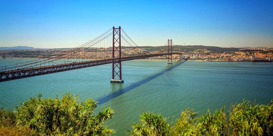 | Tejo | Ponte 25 De Abril Lisbon Lisboa Lisbonlovers Bridge Bridgesaroundtheworld Tejo River River View Portuguese Brücke Ponte Fluss Connecting Water Water Reflections Other Side Connection Blue Water