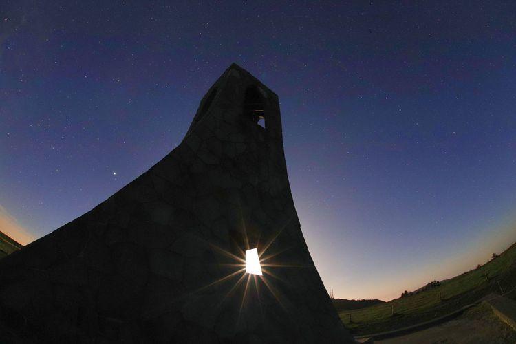 この日会ったのは鹿と狐と猫🦌🦊😼星空求めるようになってから長野に住む野生動物に会ってる気がする🐻🐗🐒🐐🐿🐇 銀河鉄道の夜♪ 一目惚れんず Landscape Astronomy Galaxy Milky Way Star - Space Constellation Space City Illuminated Long Exposure Astrology Sign Moonlight Moon Half Moon
