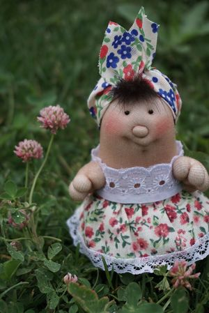 Flower Childhood Focus On Foreground One Person Outdoors Close-up Day Dool Grandmanina Field Wildflowers Favorite Green Color Flower Head れんげそう 三つ葉 ☘ Clover