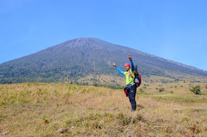 MOUNT RINJANI, LOMBOK INDONESIA. SEPT 16th 2017- Unidentified hikers start their journey to hike Mount Rinjani from sembalun route. INDONESIA Wallpaper Background Mount Rinjani Sembalun Route Hiking Hikingadventures Trail Mountain Sport Full Length Headwear Adventure Women Smiling Mid Adult Athlete Sportsman Hiker Scenics Horizon Over Water Hiking Pole Backpack