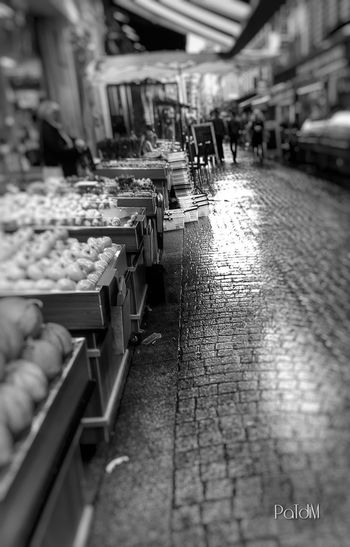 Blackandwhite Photography Black And White Samsung Galaxy S7 Edge Ladyphotographerofthemonth In The City From My Polnt Of View Capture The Moment Streetphotography Scenics Atmospheric Scene EyeEmBestPics The Street Photographer - 2017 EyeEm Awards Ordinary Scene Street People Of EyeEm Real People People Photography Marketplace Food Market Black And White Photography