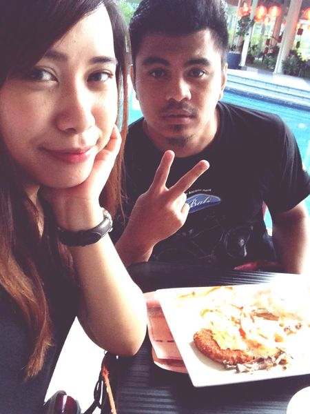 moh ler kita makan na...hehe Latelunch Brunch Johnnyrockets Withlove Foodgasm Iloveeating Ilovehim♥ Vapecouple Vapecommunity Asiancouple