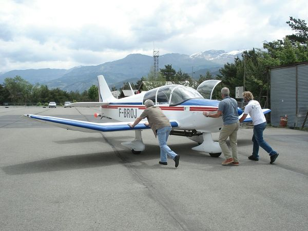 In The Terminal French Airplane Tarmac On The Tarmac Flying Fly Sky Montagne Adrenaline Junkie Snap A Stranger