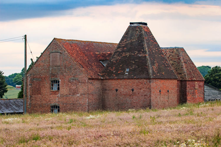 Oast House, Garden Of England, Kent, England. Architecture Sky Built Structure Nature No People Plant Hops Beer Brewing Iconic Buildings Vivid International Getty Images EyeEm Gallery Travel Destinations Tourism Sunrise Countryside Rural Scene History Building Exterior Building Cloud - Sky Old The Past Day Abandoned Grass Landscape Outdoors House Field Land Deterioration Ruined
