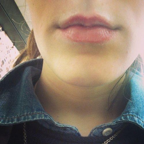Os meus labios necessitam de carinho ;c Carente  Frio