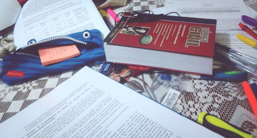 Es tan feo pensar en el miércoles :( At Home Derecho Studying Reading